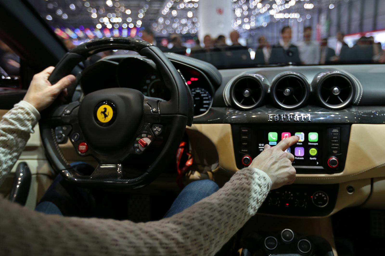 ferrari-ff-carplay-apple-1