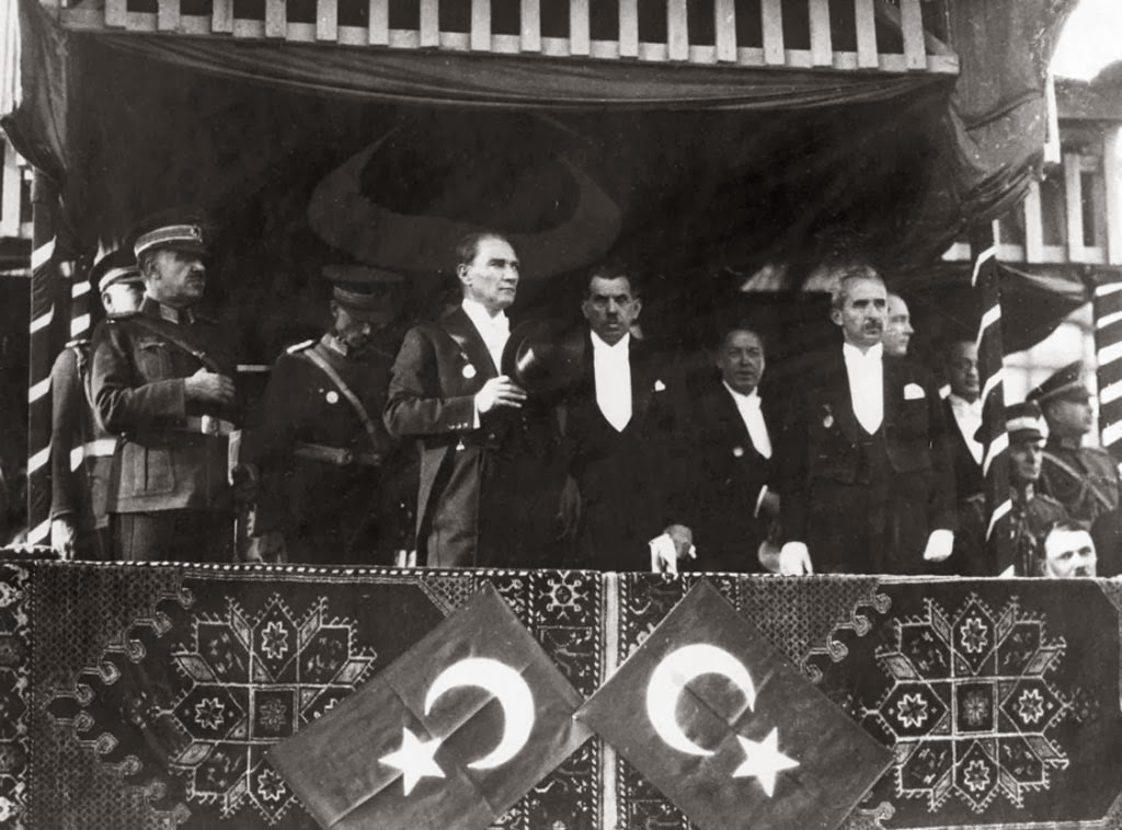 atatürk-cumhuriyet-bayramında-kürsüde